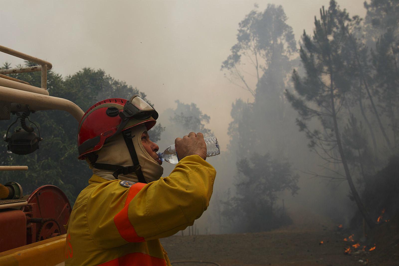 Fire Fighter Water_ Pablo Blazquez Dominguez/Getty